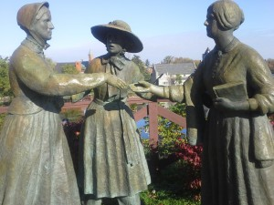 Statue of Susan B. Anthony meeting Elizabeth Cady Stanton.